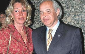 Mengi bir anlamda babası Ergon Mengi'nin izinden gitti. Ergon Bey'in eşi Eva Hanım da Alman.