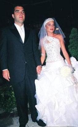 Cemiyet hayatının tanınmış isimlerinden Ender Mermerci'nin kızı Yosun Lübnan asıllı işadamı Olivier Reza ile evli.