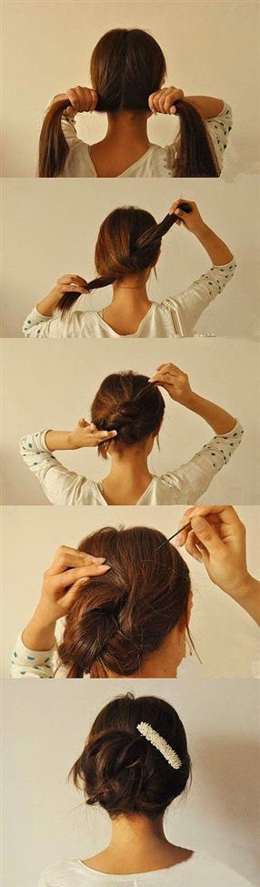 1. Saçınızı ortadan ikiye ayırın, daha sonra düğüm atarmış gibi iki yandan burun uçlarını ters istikametten saçınızın içine saklayın ve tel toka yardımı ile tutturun.