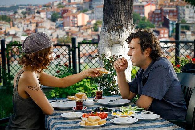 """8. İncir Reçeli - Molla Aşkı Teras Cafe  Finali küfür ettiren İncir Reçeli filminde Molla Aşkı Teras Cafe'de kahvaltı etti Halil Sezai; """"Hiç işim olmaz!"""" dedim 1 ay sonra kendimi orada buldum, bu arada fiyat / performans inanılmaz."""