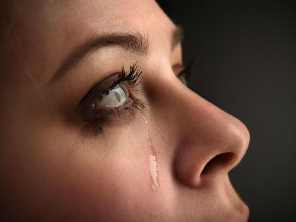 9. Kuruduğunda gözleriniz sulanır  Gözyaşı üç farklı bileşenden oluşur; yağ, mukus ve tabii ki su. Eğer bu bileşenler doğru miktarlarda olmazsa gözleriniz kuruyabilir. Bu tür bir kuruluğa tepki olarak beyniniz daha fazla gözyaşı üretir.