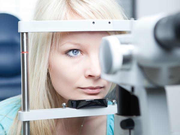 21. 20/20 görüş = normal görüş  Bu sayı büyük oranda kişiseldir ancak göz doktorları insanların harf tabelasını 20 feet (6 metre) mesafeden okumaları gerektiğini belirlemişlerdir. Normal ışıklandırma koşulları altında bu normaldir.