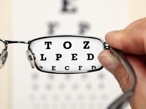 17. Yaşlandıkça okuma gözlüğüne ihtiyaç duyacaksınız  Nüfusun yaklaşık %99'u için okuma gözlüğüne ihtiyaç duyma yaşı 43 - 50 arasındadır. Çünkü göz lensleri yaşlanmayla birlikte odaklanma kabiliyetini yavaş yavaş kaybeder.