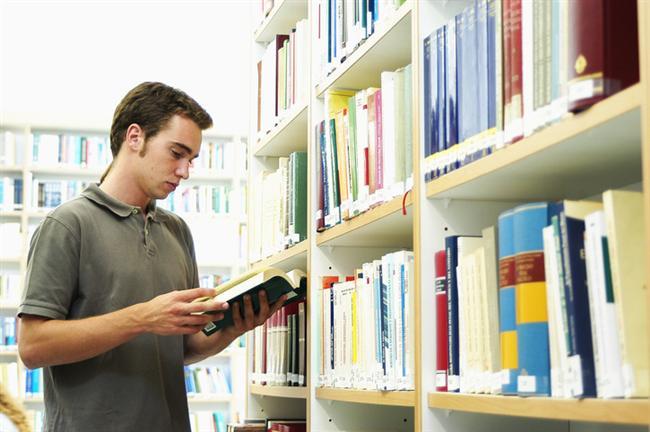 Yay kadını  Yay kadını için ideal burçlar Yengeç yada Terazi erkekleridir. Fazla dikkat çekici giyinmese de kendine baktıran erkekler tam Yay kızlarına göredir. Bu erkek, Yay kızının çılgınlıklarını anlar ve onu komik duruma düşmekten kurtarır.  Nerelerde bulunur: Kütüphanede kitap okurken.