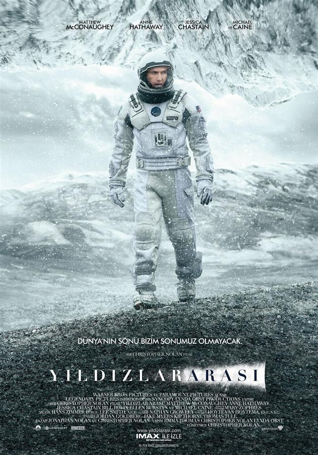 """Yıldızlararası - Interstellar  Herhalde hiçbir bilimkurgu filmi """"2001: A Space Odyssey""""den beri böylesine heyecanla beklenmemişti. Yeni Batman serisinin yaratıcısı Chris Nolan'ın uzun yıllar kafasında tasarladığı ve nihayet hayata geçirdiği film, izleyicisini yıldızdan yıldıza, boyuttan boyuta taşıyor. Bir ayağı artık çukurda olan gezegenimize alternatif bir gezegen aramaya çıkan astronotlarımızla birlikte biz de uzayda derinlemesine bir yolculuğa çıkıyoruz. Vardığımız yer ise gerçekten ilginç!"""
