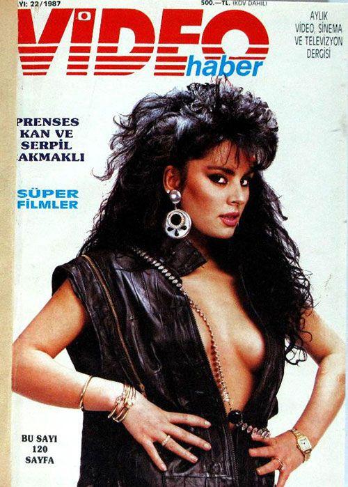 1980'LER: İhtilal, arabesk ve video üçlüsü. Bir tarafta 'Erkekçe'nin, diğer yanda 'Blue Jean'in ilk sayısı.