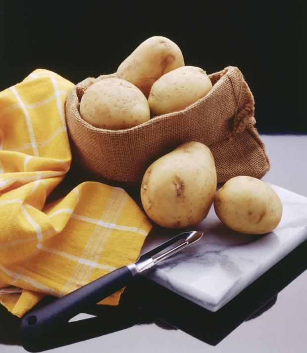 Patates   Az miktarda fırında pişirlmiş patatesin iyi bir gece uykusuna yardımcı olabileceğini pek sık duymadığınızı biliyoruz. Midenizi yormayacağı gibi, içeriğindeki tripofan sayesinde asit seviyesini düşürür. Etkiyi daha da artırmak için sütle birlikte püre kıvamına getirip yiyebilirsiniz.