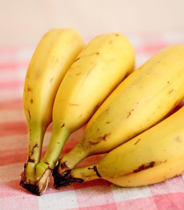 Muz    Açık olarak söylemek gerekirse sarı bir poşet içindeki uyku hapları olarak adlandırabiliriz. Seratonin ve melatonin dışında aynı zamanda magnezyum içeren bu meyve, kaslarınızı gevşetip sizi rahatlatır.