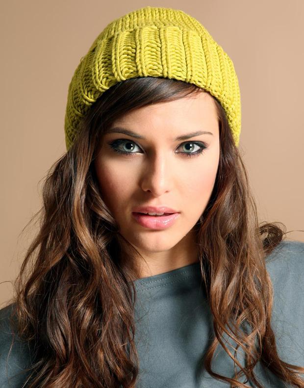 Vazgeçilmez Aksesuar; Şapka!  Aynısını tüm yaz takanlarımız da var. Biz gerçekten kışlık şapkadan bahsediyoruz.