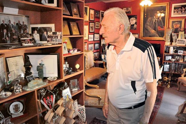 1. Beşiktaş Kulübü eski başkanı ve onursal başkanı Süleyman Seba