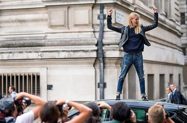 New York, Londra, Milan ve Paris sokaklarında çekilmiş 50 fotoğraf ile, 2014 yılı modasına damgasını vurmuş tarzları bir araya getirdik. Ne kadar renkli ve farklı zevklerin bir arada bulunduğu bir yılı geride bıraktığımız bu fotoğraflardan anlaşılabiliyor. İşte o büyüleyici 50 sokak modası;