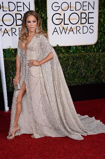 Ünlü şarkıcı Jennifer Lopez, klasik tarzıyla kırmızı halıda boy gösterdi. Objektiflere seksi pozlar vermek isteyen Jennifer Lopez, sürekli açık kalan ağzıyla ortaya ilginç görüntüler çıkmasına sebep oldu.