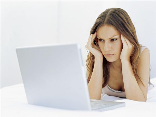 5. İnternetteki yanlış bilgilerle sağlığınızı düşünmek  Birçok kadın, internetten öğrendiğini iddia ettiği bilgilerle sağlıksız olduğunu düşünüyor. Halbuki, internette bilgi kirliliği diye bir olay da var. Sağlığınızı bu kadar düşünüyorsanız, gerçek bir doktora başvurun.