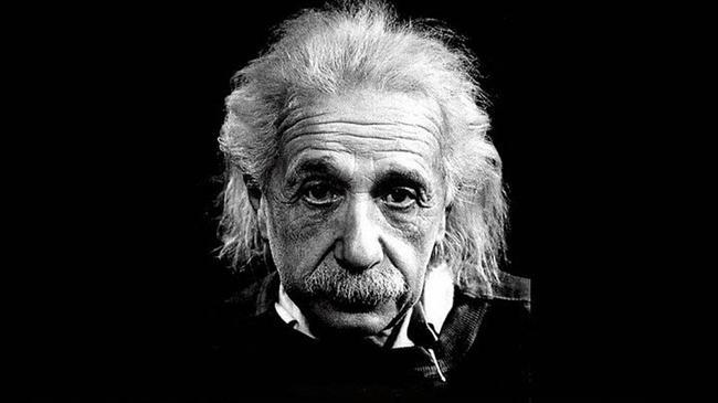 17. Ölümünden 40 yıl sonra, Ulusal Sağlık Örgütü'nün araştırmacıları tarafından incelendiğinde, Einstein'ın beyninde sıradışı bir miktarda astrosit (bir çeşit gliyal hücre) bulunduğu anlaşıldı.