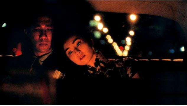 8. Aşk Zamanı / Fa yeung nin wa (2000)   IMDb: 8.1   Hong Kong, 1960'lı yılların başlarını yaşamaktadır. Chau lokal bir gazetenin yazı işleri müdürüdür. Karısıyla birlikte büyük oranda Şangaylıların hayatlarını sürdürdükleri bir apartmana taşınırlar. Chau bir gün kapı komşusu Li-Chun ile karşılaşır. İkisi de eşlerinden bağımsız bir şekilde eşya taşımaktadırlar. Günden güne birbirleriyle yakınlaşmaya başlayan ikili bir süre sonra tuhaf bir gerçekle karşı karşıya kalacaktır. Bu da eşlerinin de birlikte oldukları gerçeğidir. Artık onların da kendilerini ve ilişkilerini yeniden gözden geçirebilecekleri bir ortam oluşmuştur.