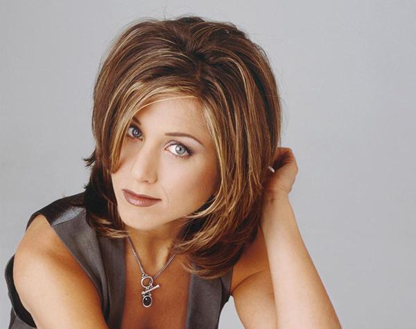 Jennifer Aniston Rachel saç modeli  Tüm dünyada ki kuaförlere sorsanız, gelmiş geçmiş en çok istenen saç modellerinden birisi Rachel saç modeli çıkarsa şaşırmayın!