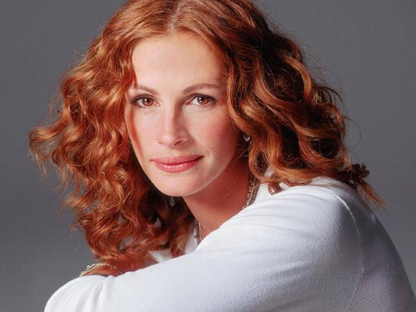 Julia Roberts Kabarık, Kızıl dalgalı saç model  Ah Preddy Woman ( Güzel Kadın ), pembe ruju ve kabarık dalgalı saçlarıyla Julia için denilecek tek söz, mükemmel güzellik mükemmel saç!!