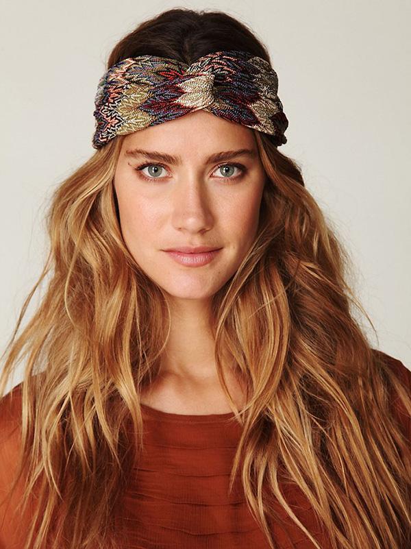 Sienna Miller Boho dalgaları saç modeli  Uzun dağınık ve dalgalı sarı saçlarıyla dikkat çekti Sienna. Her zaman trendini koruyan bir model.