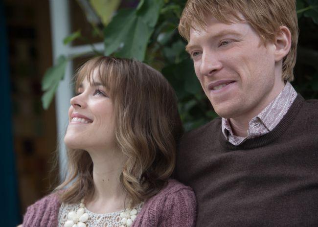 16. Zamanda Aşk / About Time (2013)  21 yaşına basan Tim Lake, ailesindeki tüm erkeklerin sahip olduğu gizli bir yeteneğinin olduğunu öğrenir. Lake ailesinin tüm erkekleri zamanda seyahat etme yeteneğine sahiptir ve Tim de artık bunu kullanabilecektir. Bunu fırsat bilen Tim geçmişindeki utanç verici anlara gidip olayları değiştirmeye başlar. Kısa bir süre Londra'ya taşınır ve son derece çekici bir kadın olan Mary'e aşık olur.