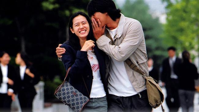 4. Hatırlanılacak Bir Anı / A Moment to Remember (2004)  Umutsuz bir aşkın peşine düşen ve sürekli yolları şaşıran bir kız, yine unutkanlık sonucu bir erkekle karşılaşır ve tesadüfler sonucu ona aşık olur. Biraz zorlamayla başlayıp, gerçek bir aşka dönüşen bu ilişki, zamanla gelişen umutsuz bir hastalığın kurbanı olacaktır. Ve aşkın tek besini anılar, yavaş yavaş silinir. anıların silinmesiyle korku başlar.