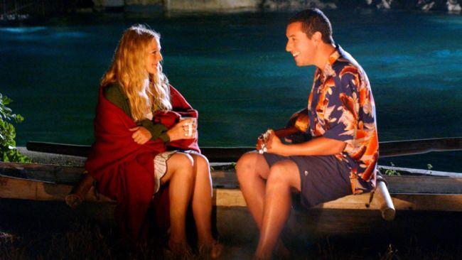 30. Elli İlk Öpücük / 50 First Dates (2004)  Henry, Lucy'ye gitgide daha büyük bir ilgi duymaya başlar. Oralı kızlarla çıkma konusundaki kuralını hiçe sayarak, Lucy'yi ertesi gün beraber kahvaltı etmeye davet eder. Ama bir sonraki gün Café'ye gidip, bir önceki günkü sohbetlerden söz edince, Lucy onun bir tür sapık olduğunu düşünür ve etraftan yardım ister. Henry'nin kim olduğu hakkında hiçbir fikri yoktur. Henry anlar ki eğer Lucy'nini sevgisini kazanmak istiyorsa, hayatı boyunca her gün tekrar sıfırdan başlamak zorundadır.
