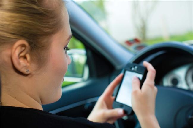 7.   Telefonunuzu kontrol etmeme alışkanlığı.  Hadi bir açma da göreyim, ya da mesajına 5 dakikadan geç bir sürede cevap ver bakalım neler olacak?