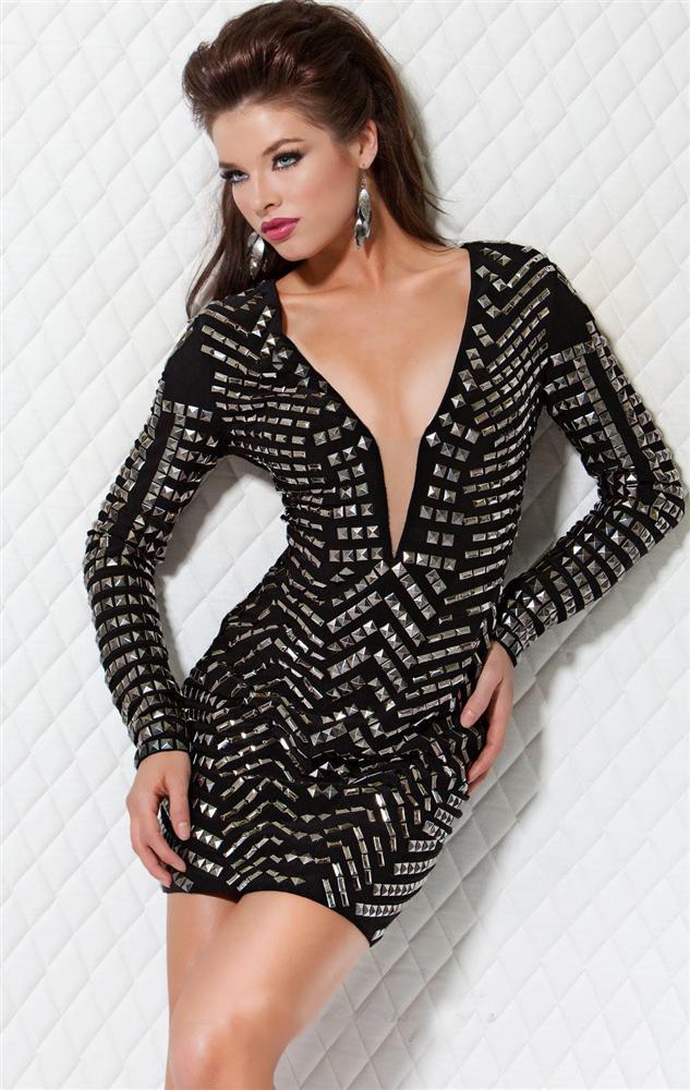 8.   Kadınlar için çok sevdikleri dekolte kıyafetler, mini etekler...  Makasla gardırobunuza dalar.