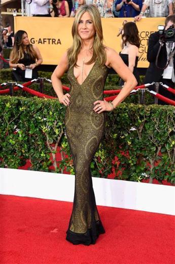 1999 yılından bu yana verilen Sinema Oyuncuları Derneği Ödül töreni SAG, Los Angeles'ta yapıldı. Gecede en çok konuşulan konu Jennifer Aniston'ın dekoltesi oldu. İşte SAG Ödülleri gecesinin kırmızı halı görüntüleri…  Jennifer Aniston
