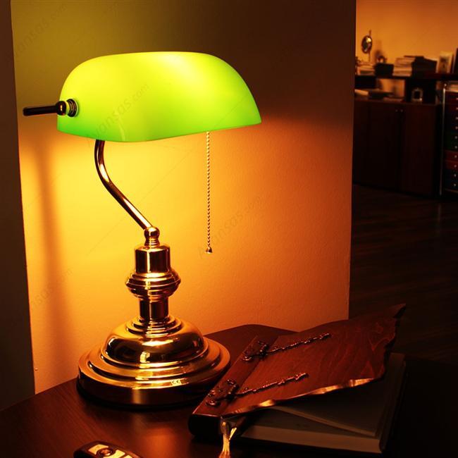 Ve tabii ki yeşil masa lambası.  Biraz popüler bir parça ama her daim gideri var.