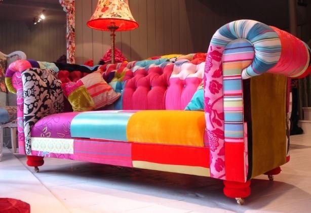 5. Rengarenk koltuklar.  Patchwork dedikleri türden. Mahallenizdeki döşemeci ile konuşun, öğrenci evi çekyatınız dile gelsin.