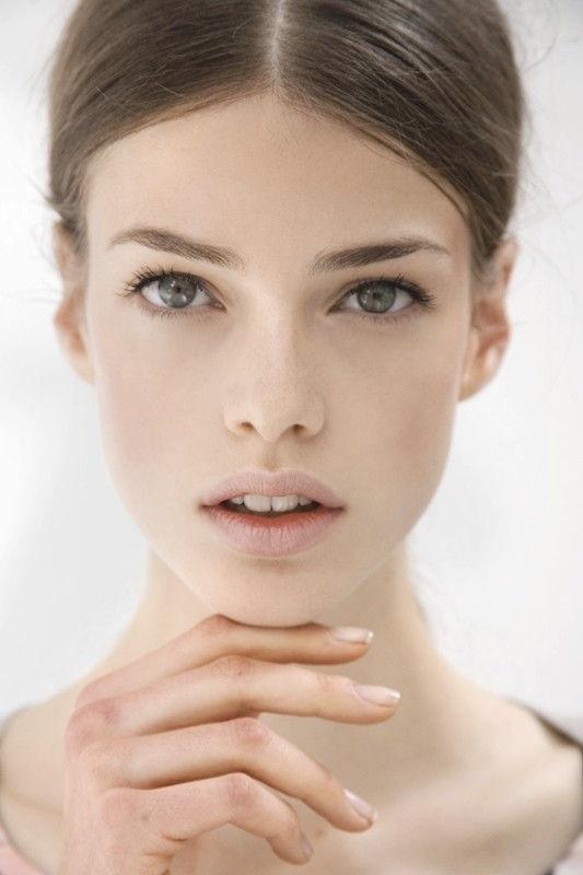 4. aşama:   Son olarak dudağınıza balm sürerek nemlendirme işlemi yapın.