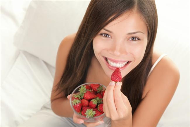3.Aç kalmayın  Her gün aynı miktarda kalori alırsanız, daha İyi hisseder ve daha fazla yemekten kaçınırsınız. Bir gün çok yiyip, ertesi gün aç kalırsanız, kendinizi doymuş hissetmezsiniz. Bu nedenle, her gün aynı sakilde yemeye özen gösterin.