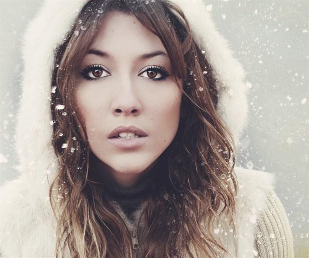 14. Yağmurda veya karda saçlar önü alınamaz şekilde bozulur.