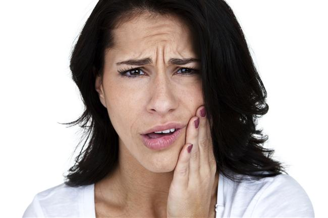 Yay  Yay burcu karaciğer, uyluk ve dişleri yönetir. Hareketli olan Yay insanları, gerekli fiziksel ve zihinsel egzersizleri yapmazlarsa zor hareket ederler. Bu durum özellikle kadınlarda kalça ve uylukların fazla kilo almasına neden olur.  Yay burcu yükselen kişilerin fiziksel yapıları; Oldukça uzun boylu, geniş alınlı, yakışıklı tiplerdir. Saçları genellikle kahverengi, tenleri pembe-beyazdır.  Yay burcu insanlarının zayıf noktalarından biri sinir sistemleridir. Açık hava eylemlerini ve sporu çok sevdiklerinden, sinirsel enerjilerinin yüksek hem de sabırsız olmaları onların bu alanda kazaya uğramalarına neden olabilir.  Güçlerini iyi kullanmaya ve dinlenmeye özen göstermezlerse hastalanabilirler. Yaylar genellikle romatizma ağrıları çekerler. Sinirlilikten doğan hastalıklara yatkındırlar; oysa kendilerini kolay toplarlar. Genel olarak çok yemezler. Biçimlerini korur, yaşlanıncaya dek formdan düşmez, şişmanlamazlar.  Yay burcu kalça ile üst bacakları yönetir. Yaylar romatizmaya neden olabilecek koşullarla soğuk algınlığına korunmalı, enerjilerini dengeli kullanmaya çalışmalıdırlar.