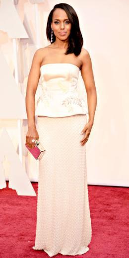 KERRY WASHINGTON  Geceye şampanya rengi Miu Miu elbisesiyle katılan Kerry Washington, iki parçalı kombiniyle fark yarattı.