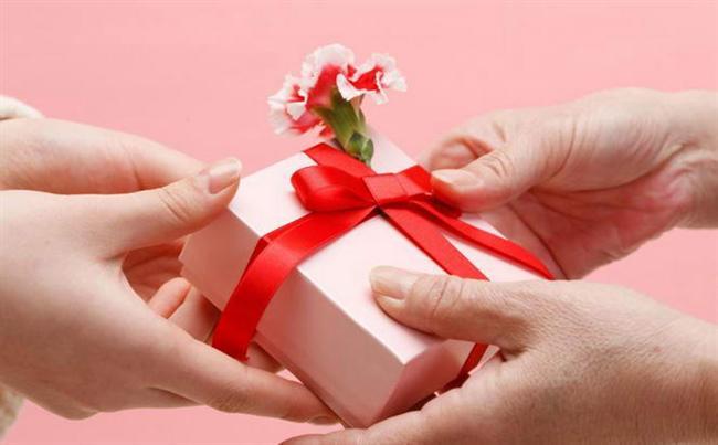 15.Başkaları için para harcamak sizi, kendiniz için para harcamaktan daha mutlu eder.