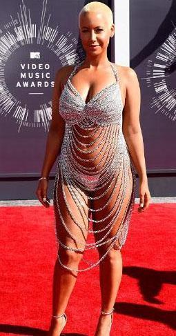 Amber Rose'un bu kıyafeti MTV Video Müzik Ödülleri gecesinde çok konuşuldub