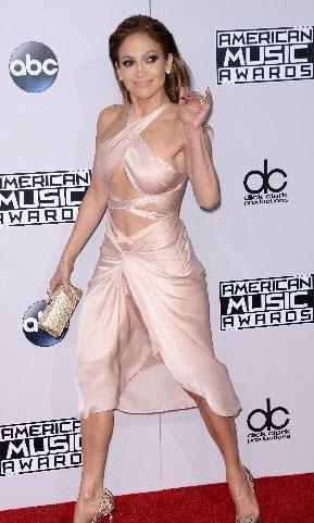 Lopez, Amerikan Müzik Ödülleri gecesinde de bu elbisesiyle beğenildi.