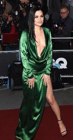 Jesse J. yeşil derin yırtmaçlı ve derin dekolteli elbisesiyle GQ ödül gecesinin en çok konuşulan ünlülerinden biri oldu.