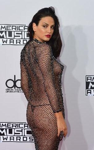 Belona'nın bu ağ kıyafeti Amerikan Müzik Ödülleri gecesine damga vurdu.