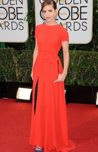 Emma Watson, Altın Küre'de kırmızı halıya bu ilginç kıyafetle çıktı.