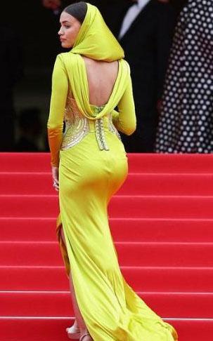 Irina Shayk, bu yıl Cannes Film Festivali'nin kırmızı halısında bu sarı kıyafetiyle tarih yazdı.