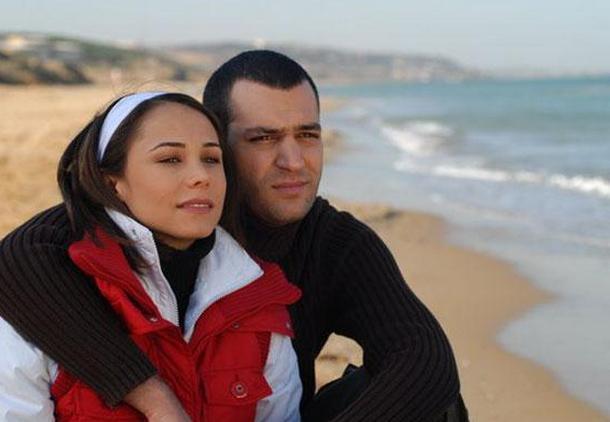 Dizideki rol arkadaşı Murat Yıldırım ile evlendi.