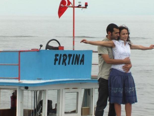 Bir süre Türkiye'nin en çok sevilen çiftlerinden biri olarak mutlu evliliklerini sürdürdüler.