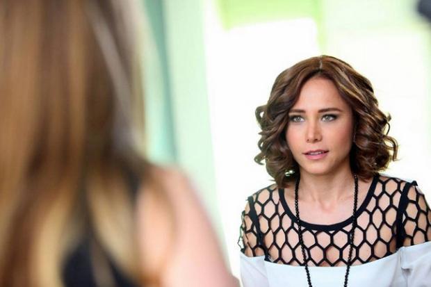 Halam Geldi adlı sinema filminde de kamera karşısına geçen Burçin Terzioğlu bu sezon da İlker Kaleli ile başrolünü paylaştığı Poyraz Karayel dizisinde oynuyor.
