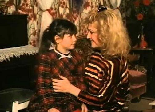 1980 doğumlu Terzioğlu, ilk oyunculuk deneyimini henüz 5 yaşındayken Patron Duymasın'da yaşadı.