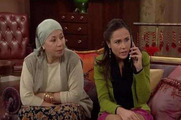 Dikkatleri çektiği dizi ise Hülya Avşar ve Cihan Ünal'ın da yer aldığı bir kadro ile birlikte oynadığı Kadın İsterse oldu.