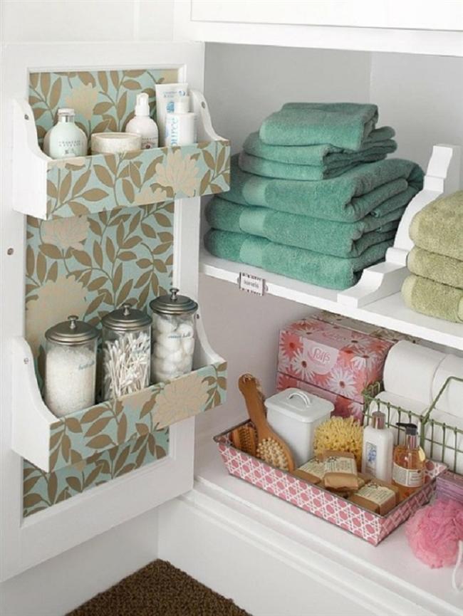 1- Duş lifleri ve havluyla dolu banyo dolaplarınızı boşaltın. Emin olun hiçbir aile aynı anda 50 havluya ihtiyaç duyamaz.