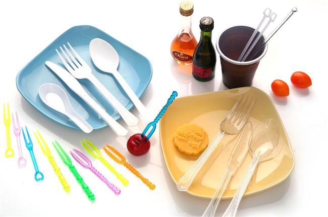 7- Restoranlardan gelen plastik çatal-bıçaklar ve ketçap paketlerini sakladığınızı biliyoruz. Niçin?