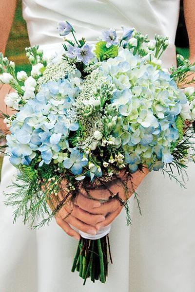 Kır Çiçekleri   Bazen sadeliği sadece buketinizle sağlayabilirsiniz.. Dikkati gelinliğinize çekmek istiyorsanız sade kır çiçeklerini buketiniz için seçebirsiniz.